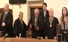 На Буковині суд щодо рекордного хабара голови сільради перенесли через адвоката (відео)