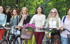 У Чернівцях десятки жінок влаштували велопарад (фото)