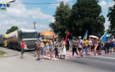 На Буковині хотинчани продовжують перекривати дорогу