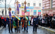 У Чернівцях відбулась Хресна дорога вулицями міста (фото)