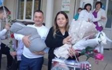 Буковинка народила свою десяту дитину: хлопчика назвали Богданом (фото)