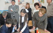 У Чернівцях міністр освіти відвідала урок у румунській гімназії (фото)