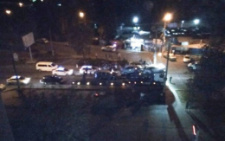 Чернівчани вночі перекрили дорогу і вимагали оприлюднити відео смертельної ДТП на Гравітоні (відео)
