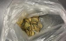 На Буковині чоловік намагався перевезти в черевиках старі монети через кордон з Румунією
