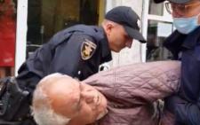 У Чернівцях поліцейські, які одягнули на пенсіонера кайданки, отримали догани