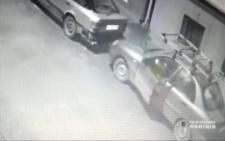 На Буковині п'яний чоловік вкрав автівку і врізався в огорожу (відео)