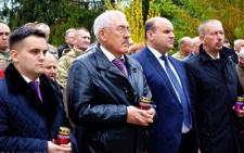 Молебень та покладання квітів до могил воїнів АТО - у Чернівцях вшанували загиблих героїв (фото)