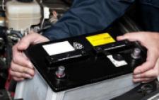 Троє молодих хлопців викрали з трактора «МТЗ-80» дві акумуляторні батареї