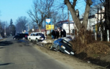 На Буковині зіткнулись два ВАЗи, одна з автівок вилетіла з дороги (фото)