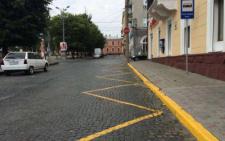 На парковках для туристичних автобусів у Чернівцях порожньо