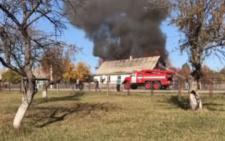 На Буковині горів житловий будинок: вогонь знищив 120 кв м житла (відео)