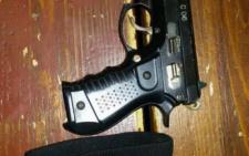 У Чернівцях патрульні затримали в парку чоловіка з пістолетом