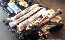 Поліція розповіла подробиці затримання офіцера, котрий збував на Буковині зброю