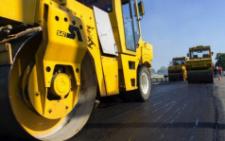 Прем'єр-міністр показав, як ремонтують дорогу на Буковині (відео)
