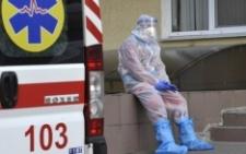 Іноземець, який помер у кареті «швидкої» на Буковині, хворів на коронавірус
