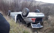 Неподалік Чернівців BMW злетіло з дороги і перекинулось (фото)