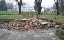 У Чернівцях демонтували пам'ятник Максиму Горькому (фото)