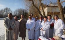 У Чернівцях депутати підірвали соцмережі своїм фото в халатах і тапочках