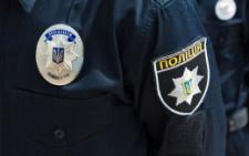На Буковині жінка напала на молоду дівчину-поліцейську