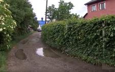 У Чернівцях екс-завідувач дитячої стоматполіклініки поверне громаді самовільно захоплену проїжджу частину (відео)