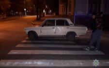 У Чернівцях невідомий викрав «Жигулі», припаркованого біля під'їзду (фото)