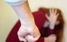На Буковині чоловіка арештували на півроку за цькування співмешканки