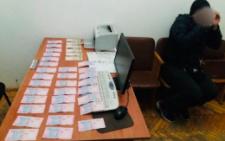 На 17 тисяч гривень оштрафували чоловіка на Буковині за спробу дати хабар патрульному