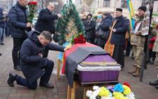 У центрі Чернівців попрощалися із Сергієм Проданюком, який загинув на фронті (фото)