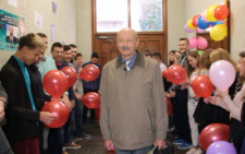 У Чернівцях учні зустрічали свого вчителя - переможця Global Teacher Prize Ukraine Пауля Пшенічку (фото)