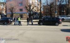 На проспекті Незалежності у Чернівцях сталось ДТП: зіткнулись