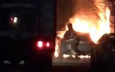 У нічній пожежі в Чернівцях згоріли два авто - фото