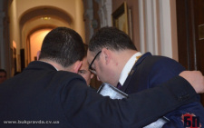 У Чернівцях на сесії міськради депутати двічі безуспішно намагалися висловити недовіру Олексію Каспруку