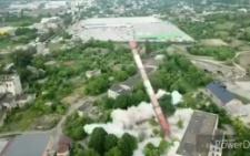 У Чернівцях вибухом демонтували трубу котельні (відео)
