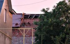 На Буковині негода наробила шкоди: вітер ламав дерева та знімав дахи з будинків (фото)