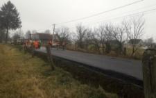 На Буковині в одному з районів почали асфальтувати скандальну дорогу