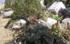 У Чернівцях містяни обурюються неприбраним цвинтарем у Провідну неділю (фото)