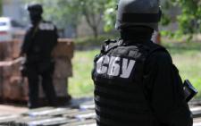СБУ затримало поліцейського-хабарника та керівника комунальної установи (відео)