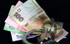 На Буковині судитимуть чоловіка, який пропонував поліцейському 400 доларів хабаря